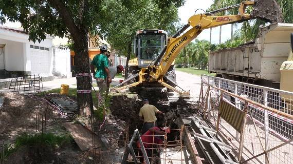 Continua la construccion del canal de desague