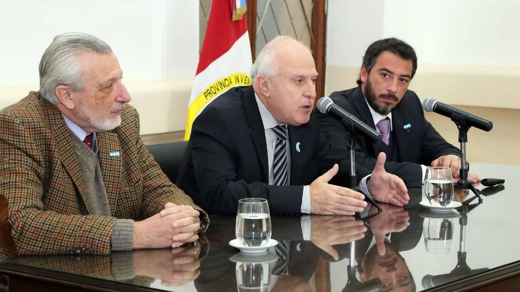 El gobernador presento el Registro Civil web