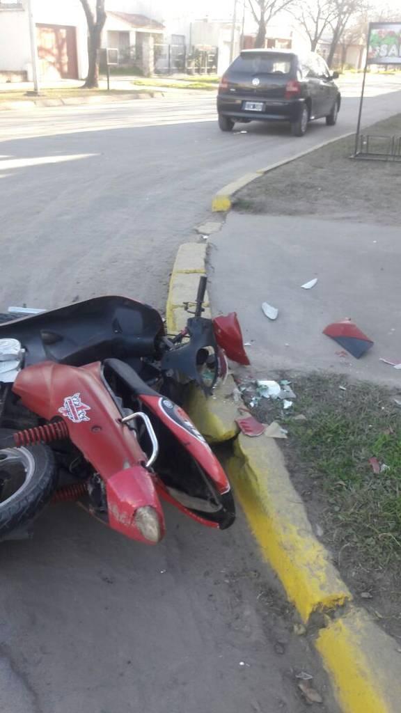 moto chocada en Santa Fe y San Martin