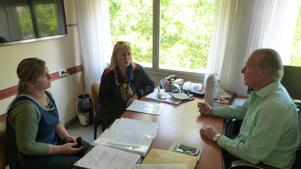 El Intendente Zorzon junto a autoriades del Jardin de Infantes  Nucleado (foto de archivo)